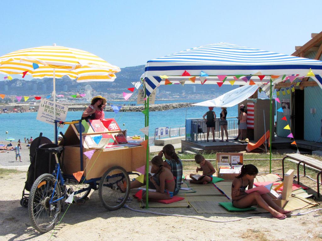 La Bibliocyclette aux plages du Prado